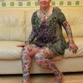 英花甲老妇迷恋纹身刺近300图案
