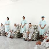 首批接受免费白内障手术的患者