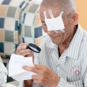 91岁的魏大爷接受了免费手术