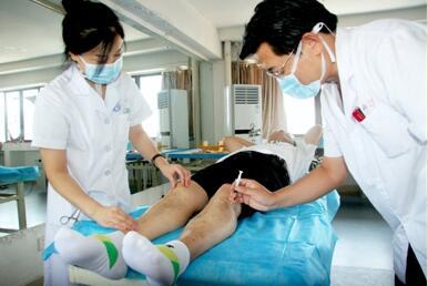 安徽省淮北市人民医院为患者进行穴位注射治疗