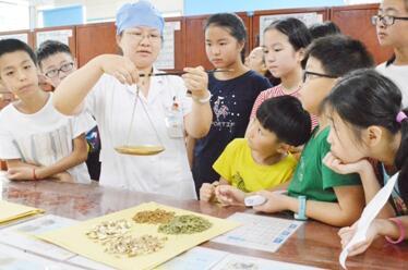 浙江省宁波市鄞州区人民医院开展小小中药师职业体验活动