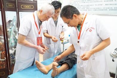 甘肃省中医院主任医师张洪涛义诊现场